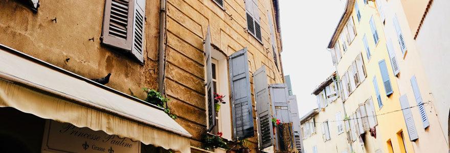 Photo des ruelles de Grasse dans le sud de la France